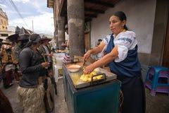 La nourriture se tient sur le côté de la rue en Equateur Photographie stock libre de droits