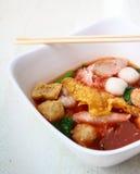 La nourriture thaïlandaise populaire de fusion, Yen merci quatre est les nouilles de riz de style Thai&Chinese avec des fruits de  Image libre de droits