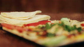 La nourriture traditionnelle du houmous de Moyen-Orient Cuisine arabe traditionnelle banque de vidéos
