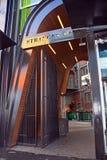 La nouveaux ruelle de Stranges et boîte de nuit et restaurant d'Orléans s'ouvre Image stock