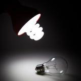 La nouvelle ampoule électrique a changé le vieil Image stock