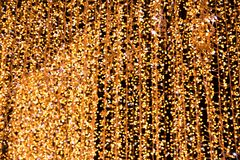 La nouvelle année allume la photo abstraite Lumières brouillées sur le fond Guirlande de Noël images libres de droits