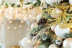 La nouvelle année est 2019 Arbre de Noël décoré des scintillements de boules de jouets le contexte de bokeh de fond photo libre de droits