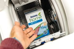 La nouvelle boîte de couleur de maison d'Amway a concentré la poudre Detergen de blanchisserie Photos stock