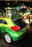 La nouvelle génération de Mercedes-Benz classe un sur l'affichage pendant le Singapour Motorshow 2016 Photographie stock