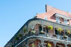 La NOUVELLE-ORLÉANS, Etats-Unis - 31 décembre 2014 : ` Tout de la paix Y sur le balcon de bâtiment Images stock