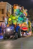 La Nouvelle-Orléans, LA/USA - vers en février 2016 : Krewe de titre dans le défilé pendant le Mardi Gras à la Nouvelle-Orléans, L Photo libre de droits
