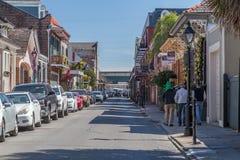 La Nouvelle-Orléans, LA/USA - vers en février 2016 : Rues de quartier français décorées pour Mardi Gras à la Nouvelle-Orléans, Lo Image stock