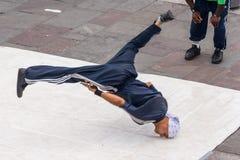 La Nouvelle-Orléans, LA/USA - vers en mars 2009 : Les jeunes danseurs masculins exécutent une danse de rue chez Jackson Square, q Images libres de droits