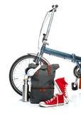 La nouvelles bicyclette et valise modernes, espadrilles, thermos Images libres de droits