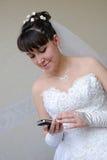 La novia con el teléfono Fotografía de archivo