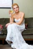 La novia con un vidrio de vino Foto de archivo libre de regalías