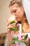 La novia huele una rosa Imágenes de archivo libres de regalías