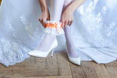 La novia que pone en la liga imágenes de archivo libres de regalías