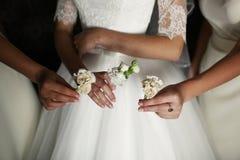 La novia y su girlfrand imágenes de archivo libres de regalías