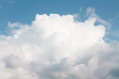 La nube blanca grande Imagenes de archivo