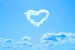 La nube ha modellato come cuore Fotografia Stock