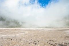 La nube vino abajo en el cráter del volcán de Tecapa, El Salvador Fotografía de archivo