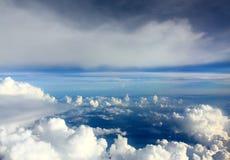 La nube y el cielo imagen de archivo