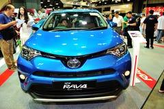 La nueva exhibición de Toyota RAV4 durante el Singapur Motorshow 2016 Fotos de archivo