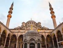 La nueva mezquita Yeni Valide Camii, interior Foto de archivo