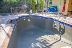 La nueva piscina remodela la capa en enlace Fotografía de archivo libre de regalías