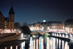 la nuit巴黎 库存照片