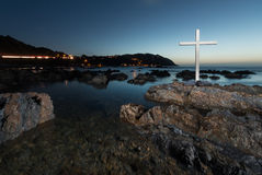 La nuit bascule la croix Photos libres de droits