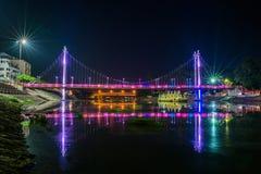 La nuit de pont dans Lampang, la Thaïlande Photographie stock libre de droits