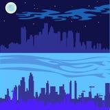 La nuit de ville tient le premier rôle la rivière de lune Photographie stock libre de droits