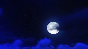 La nuit se tient le premier rôle en ciel et nuage avec la lune Image libre de droits