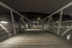 La nuit a tiré d'un pont à Ratisbonne, Bavière, Allemagne photos stock