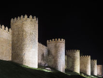 La nuit a tiré du mur de ville d'Avila, Espagne Photos libres de droits