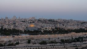 La nuit a tiré le dôme de la roche et de l'Esplanade des mosquées clips vidéos