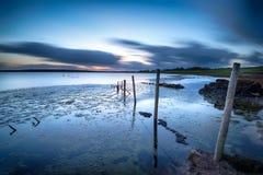 La nuit tombe au-dessus du lac Colliford dans les Cornouailles images libres de droits