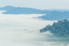 La nuvola della montagna con nebbia Fotografia Stock Libera da Diritti