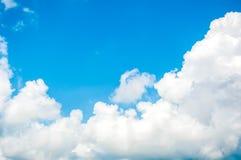 La nuvola ed il cielo blu Fotografia Stock