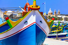 La O.N.U colorida tradicional Malta del luzzu de los barcos de pesca Imagenes de archivo