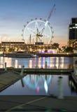 La observación de la estrella de Melbourne en el área de la costa de los Docklands de Melbourne, Australia Imagen de archivo