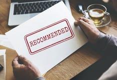 La oferta recomendada refiere concepto de la sugerencia de la satisfacción Imagen de archivo libre de regalías