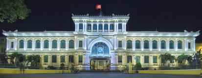 La oficina de correos Ho Chi Minh céntrico panorámico en la noche Fotos de archivo libres de regalías