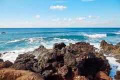 La onda salpica de Océano Atlántico Foto de archivo