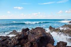 La onda salpica de Océano Atlántico Fotos de archivo