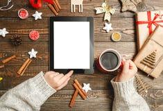 La opción de los regalos de la Navidad en concepto del interenete imagen de archivo libre de regalías