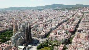 La opinión aérea de Barcelona de la vecindad y de ella de Eixample es bloques perfectamente ajustados almacen de video