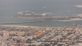 La opinión aérea el hombre de Dubai hizo a Daria Island, Dubai, United Arab Emirates almacen de video