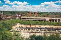 La opinión aérea panorámica desde arriba al soviet abandonó la fábrica en Efremov, Rusia Fotografía de archivo libre de regalías