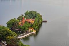 La opinión aérea Tran Quoc Pagoda con 1500 años de historia, se considera el más viejo de la ha Noi, en el lago del oeste Foto de archivo libre de regalías