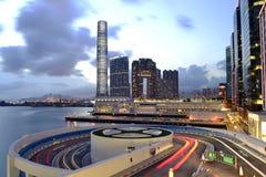 La opinión agradable de la noche morden el edificio, Hong Kong Imagen de archivo
