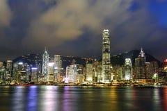 La opinión agradable de la noche morden el edificio, Hong Kong Imagen de archivo libre de regalías